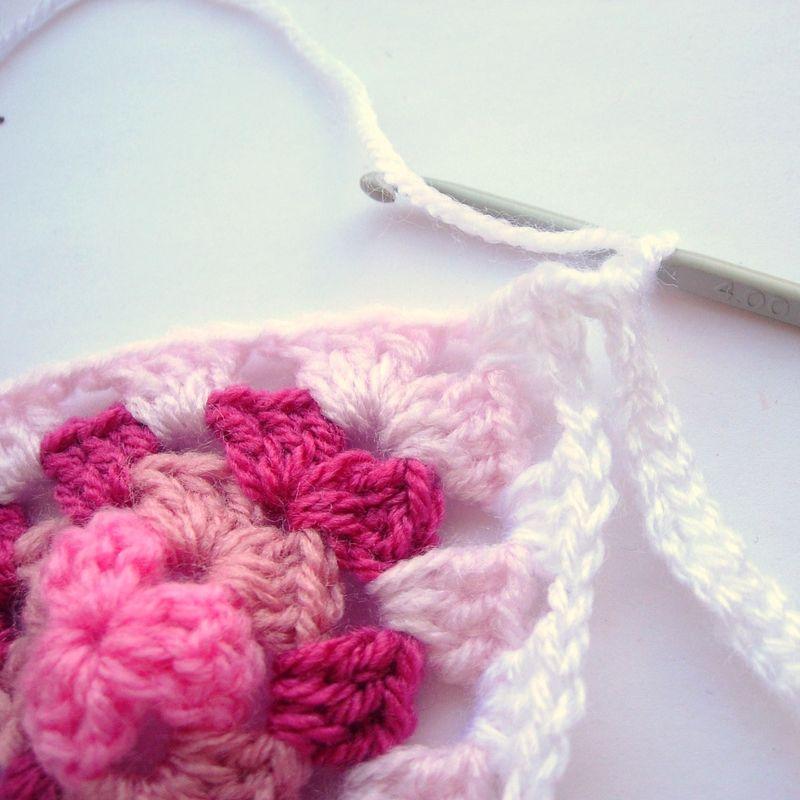 Crochet granny bunting 015