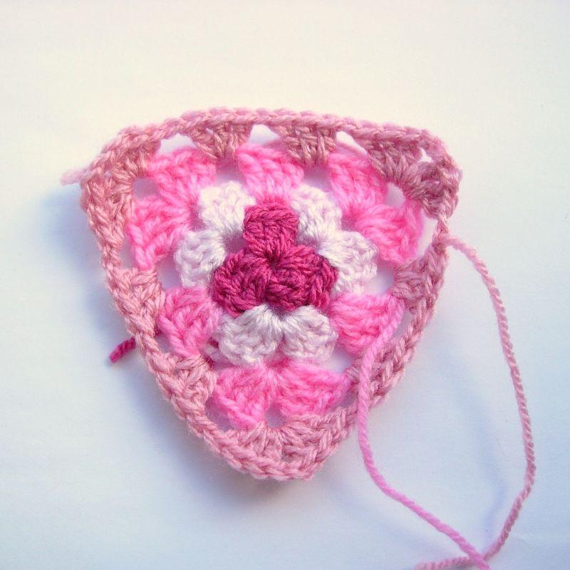 Crochet granny bunting 005