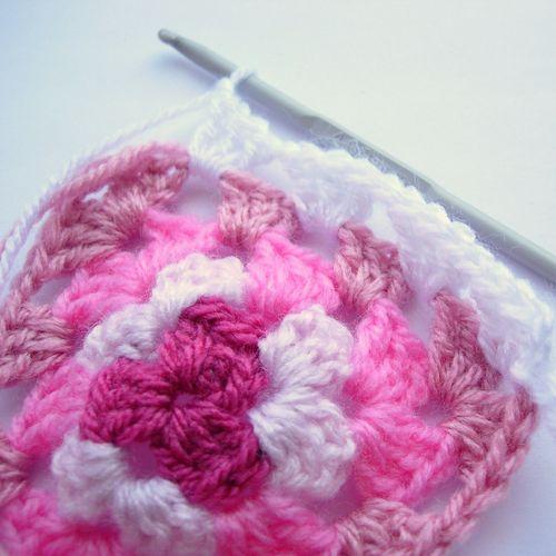 Crochet granny bunting 011