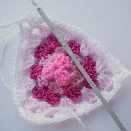 Crochet granny bunting 018